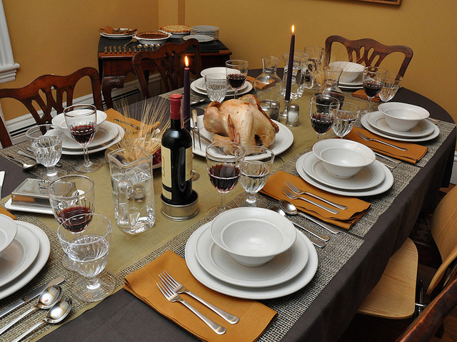 Ideas for decorating your thanksgiving dinner table kshb How to set a thanksgiving dinner table