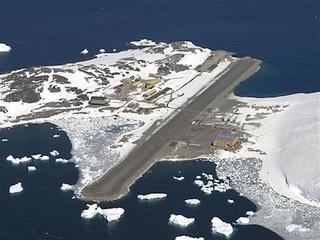 South Pole flight evacuates sick US worker