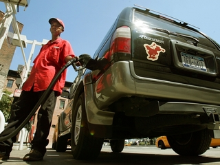 Average gas price down 4 cents to $2.25 a gallon