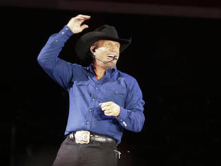 Tickets for Garth Brooks' 7th show are on sale