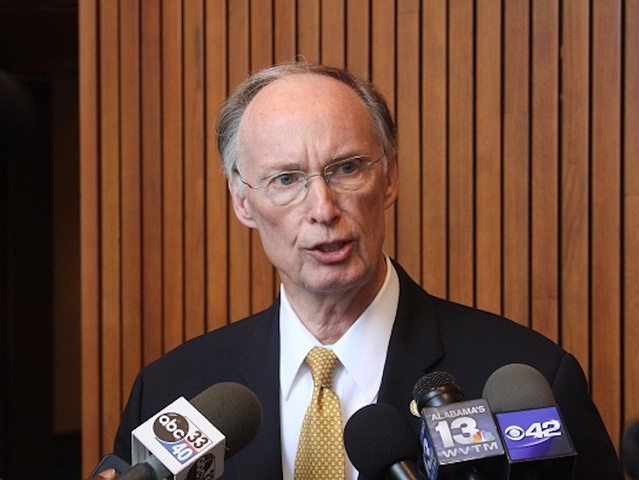Alabama governor booked on 2 misdemeanors
