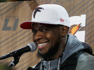 NFL player gets sweet note from family on flight