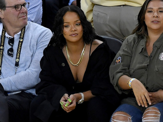 Rihanna Taunts Kevin Durant During Free-Throw Attempt in Game 1
