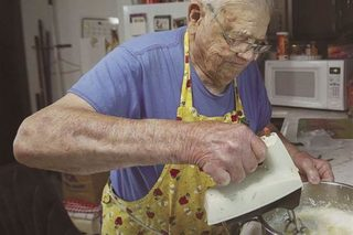 98-year-old bakes for those in need